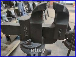 Athol M&F co 325 1/2 vise huge and heavy swivel base in good condition