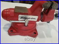 Snap-on 1740 4 1/2 Bench Vise with Swivel Base & Pipe Jaws Opening