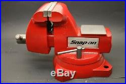 Snap-on Wilton 5 Bench Vise with Swivel Base & Pipe Jaws 5-1/4 Opening