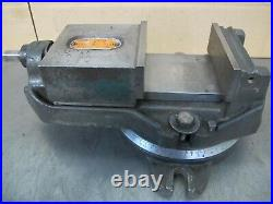 UNIVERSAL VISE & TOOL 4-1/2 MILLING MACHINE VISE withSWIVEL BASE