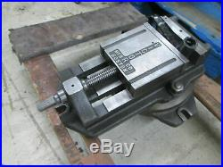Victor Manufacturing Co 4-1/4Opening Hand Operation Milling Vise WithSwivel Base