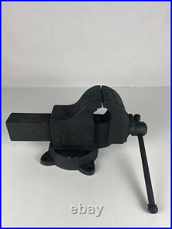 Vise. Chas Parker 823 1/2 On Swivel Base. Great Condition
